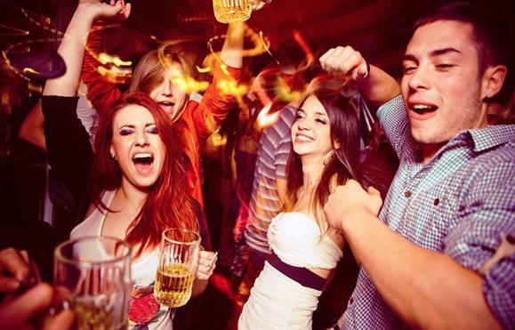 Notícias Magazine: Adolescentes, chegou a altura de os deixar sair à noite (mas com regras…)